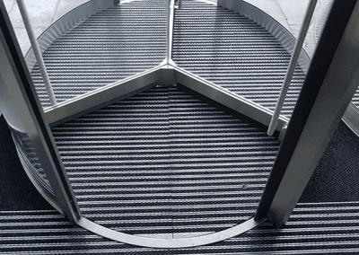 instalación felpudo metálico circular